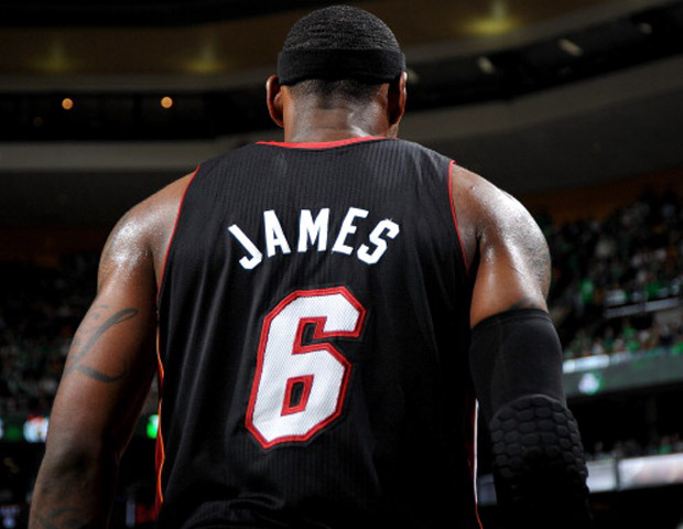 Lebron-James-Jersey-620x480